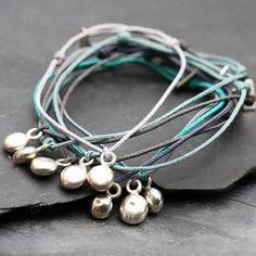 Bracelet fil lovepépite en argent par Laurence Oppermann pour l'Atelier des Bijoux Créateurs.