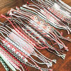 String Bracelets, Thread Bracelets, Embroidery Bracelets, Summer Bracelets, Cute Bracelets, Handmade Bracelets, Diy Friendship Bracelets Tutorial, Diy Friendship Bracelets Patterns, Bracelet Tutorial