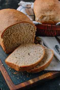 This whole wheat bread recipe makes perfect sandwiches and toast, and it has a rich, complex flavor. Give this whole wheat bread a try and you'll see how easy it is to make! Bread Machine Recipes, Bread Recipes, Snack Recipes, Healthy Recipes, Wheat Bread Recipe, Wholemeal Bread Recipe, Yeast Bread, Sourdough Bread, Fall Desserts