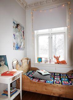 Children's room - Vintage bed - Via Jeg er Jonathan Casa Kids, Deco Design, Kids Bedroom, Kids Rooms, Room Kids, Bedroom Decor, Wall Decor, Kid Spaces, Kid Beds