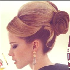 I lovvvve this hairstyle!