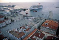 Piazza Unità d'Italia. Trieste Trieste, Plaza, Urban Design, Wonders Of The World, 3, Venice, Paris Skyline, The Good Place, Places To Go