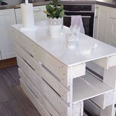 Pallet kitchen island - 70 Stylish and Inspired Farmhouse Kitchen Island Ideas and Designs