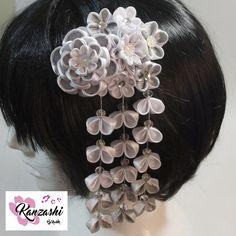 Branco, sempre estiloso. Nice, Jewelry, Fashion, Japanese Hairstyle, Jasmine, Satin, Pendants, Embellishments, Movies