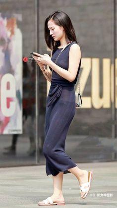 微微透视的视觉效果长裙长腿美女,身材高挑气质迷人 Jumpsuit, Dresses, Fashion, Weights, Overalls, Vestidos, Moda, Fashion Styles, Jumpsuits