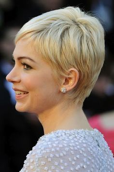 @Christina Childress Lewis This is cute! Michelle Williams pixie cut side
