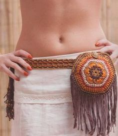 How to Make Knitted Waist Bag Crochet Belt, Crochet Diy, Crochet Motif, Crochet Necklace, Crochet Patterns, Crochet Handbags, Crochet Purses, Cordon Crochet, Macrame Bag