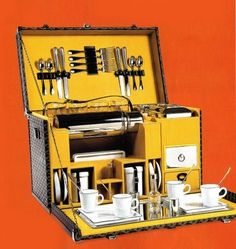 Real china for a picnic hamper. Now that is what I call a picnic hamper! Camping Chuck Box, Camping Box, Camping Gear, Camping Tools, Camping Stuff, Auto Camping, Camping Hacks, Goyard Luggage, Camp Kitchen Box