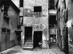 Eugène Atget: 41 Rue Broca, 1912.
