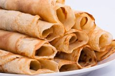Crepes made with vanilla whey protein powder. 6 crepes have carb grams. Banting Diet, Banting Recipes, Diabetic Recipes, Low Carb Recipes, Crepes Minces, Pancake Fillings, Low Carb Crepe, Cocina Light, Breakfast Recipes