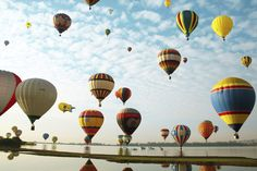Approximately 200 hot-air balloons take flight in Mexico. The Balloon Festival which is the largest ballooning event in Latin America and one of the leading worldwide, featured 200 hot-air balloons from 14 countries. Air Ballon, Hot Air Balloon, Balloon Flights, Destinations, Painted Wicker, Balloon Rides, Andalucia, Zeppelin, Places To Go