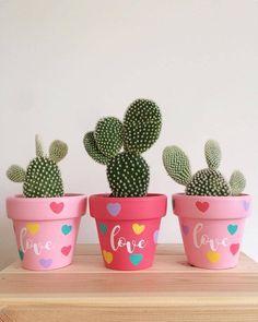 Painted terracotta pots for cactus Flower Pot Art, Flower Pot Design, Flower Pot Crafts, Clay Pot Crafts, Diy Clay, Painted Plant Pots, Painted Flower Pots, Decorated Flower Pots, Green Cactus