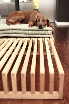 Wenn Ihr sehen wollt, wie es gebaut wird: ) http://www.youtube.com/watch?v=EKuDbrDGIh4 Das ausziehbare Bett Yin Yang besticht durch die Einfachheit seiner Form und des Prinzips der...