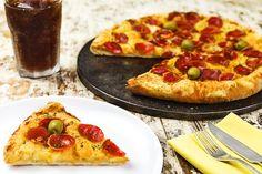 Pizza produzida e fotografada para o cliente Pizza Club, no estabelecimento do cliente.  Produção e fotografia: Rodrigo Arabori e J. Oshiro  Cliente: Pizza Club  Agência: Megalu