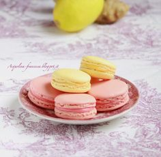 Pink and yellow macarons Macarons, Biscotti, Panna Cotta, Sweets, Cooking, Ethnic Recipes, Desserts, Food, Colorful