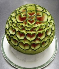 Fruit Carving Art : Fruits are beautiful in their own right, but when their carved or simply arranged in a different way, they look exquisite. Carving fruit is a wonderful talent. Watermelon Art, Watermelon Carving, Carved Watermelon, Watermelon Centerpiece, Watermelon Designs, Sweet Watermelon, Watermelon Drinks, Cute Food, Good Food