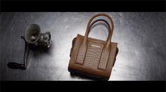 Dsquared2 e le sue borse ispirate a Twin Peaks (VIDEO)