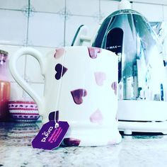 I need a @pukkaherbs boost to try and fight the cold today ❄☕ #pukkatea #pukkaherbs #tea #pukka #love #mondaymotivation #mondays #positive #positivity #happy #happiness #dualit #dualitkettle #emmabridgewater #emmabridgewaterpinkhearts #pinkhearts