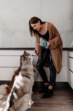 Anzeige. Damit deinem Hündchen das Zähneputzen leichter fällt, habe ich nützlicheTipps für eine besonders wirksame Zahnpflege für Hunde am Blog gesammelt. www.thepawsometyroleans.com Tricks, Wolf, Hipster, Crafting, Healthy Teeth, Dog Accessories, Hipsters, Wolves, Hipster Outfits