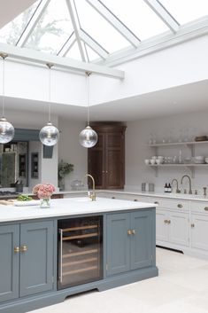 Victorian Family Home - Classic Contemporary Open Plan Kitchen - Humphrey Munson Kitchens