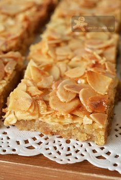 Almond recipes - Honey Almond Slices again! Almond Recipes, Baking Recipes, Cookie Recipes, Dessert Recipes, Moist Cupcake Recipes, Almond Tart Recipe, Almond Meal, Honey Almonds, Sliced Almonds