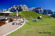 Una bellissima escursione da Passo Sella al Rifugio Friedrich August, immersi tra gli stupendi paesaggi della Val di Fassa, nelle Dolomiti trentine