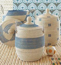 Coastal Wicker Baskets – Decorative Storage Ideas for a Beach House Blue Storage Baskets with a Beach Vibe: beachblissliving…. Diy Basket, Rope Basket, Basket Weaving, Wicker Headboard, Wicker Bedroom, Wicker Couch, Wicker Trunk, Wicker Table, Wicker Man