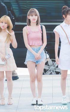 Fashion Idol, Daily Fashion, Girl Fashion, Cute Asian Girls, Beautiful Asian Girls, Kpop Girl Groups, Kpop Girls, Shot Hair Styles, Sakura Miyawaki