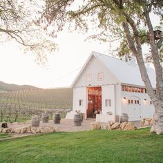"""""""Sharing a top 10 list of barn wedding venues on the blog today with help from our friends @thevenuereport. This one is @hammersky_vineyards photographed by @daniellepoffphoto #weddingvenue #barnwedding"""" Photo taken by @100_layercake on Instagram, pinned via the InstaPin iOS App! http://www.instapinapp.com (06/25/2015)"""