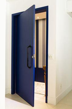 Door Design Interior, Main Door Design, Window Design, Interior Exterior, Modern Exterior Doors, Modern Door, Painted Doors, Wooden Doors, Asian Paint Design
