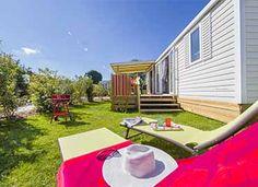 Venez profiter du soleil dans le jardin de votre hébergement  #locationcamping #locationvacancecamping #YellohVillage #mobilhome #emplacements #hebergementsinsolites #camping5etoiles  http://www.camping-bretagne-oceanbreton.fr/location/cottage-4-pers-2ch.html