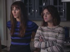 Le pull Maje rayé de Aria Montgomery (Lucy Hale) dans Pretty Little Liars Aria Style, Lucy Hale Style, Style Aria Montgomery, Pretty Little Liars Fashion, Charlotte Ronson, Teen Choice Awards, Perfect Match, Pulls, Fashion Outfits