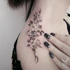 Flower shoulder tattoo - 70 Awesome Shoulder Tattoos  <3 <3