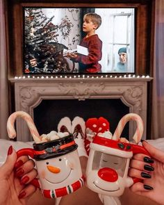 Good morning It's 22 days until Christmas Eve ->-> for the countdown Photo by. - Before After DIY Christmas Feeling, Noel Christmas, Merry Little Christmas, All Things Christmas, Winter Christmas, Home Alone Christmas, Christmas Tumblr, Christmas Porch, Country Christmas