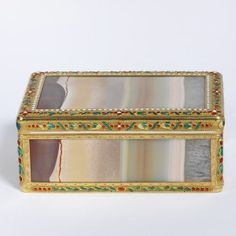 Siberian onyx box, mounted in enamelled gold, with Paris warranty marks for 1838-1847, probably Germany, about 1800