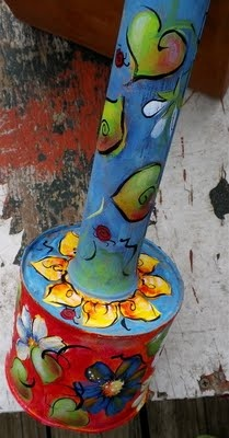 Paint a vintage bug sprayer...I want to do this on some tin cans I'm saving! cute! Painted Tin Cans, Tin Can Flowers, Aluminum Cans, Ways To Recycle, Paint Chips, Repurposed Furniture, Paint Designs, Clever, Recycling