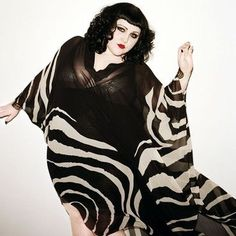 Curve style icon, the incredible Beth Ditto Fat Fashion, Curvy Fashion, Plus Size Fashion, Beth Ditto, Afro Punk, Pin Up Girls, Style Icons, Just In Case, Plus Size Outfits