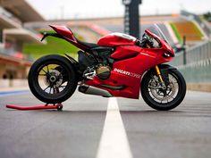 Ducati 1199   www.facebook.com/GarvsMeanMachine