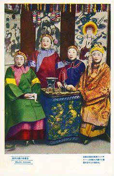 Chinese postcard - Manchu actresses