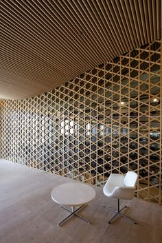 Texture and Pattern // wood pattern on wall // Nine Bridges Country Club / Shigeru Ban Architects Shigeru Ban, Screen Design, Wood Architecture, Architecture Details, Ancient Architecture, Sustainable Architecture, Ceiling Design, Wall Design, Chair Design