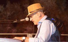 Sul palco montato a Calamoresca si sono alternati cantautori, musicisti e…