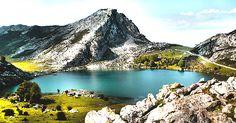 los lagos de Covadonga, Asturias  Excursión de 1 dia junto el santuario y el pueblo de Cangas de Onís.  Depende de la fecha el paso de coches esta cerrado y hay que subir con autobus.  Excursión que no os podeis perder  TIPO ACTIVIDAD: excursión / cultural