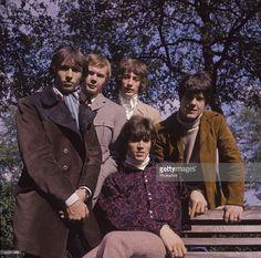 Maurice Gibb, Colin Petersen, Robin Gibb, Vince Melouney & front; Barry Gibb.;