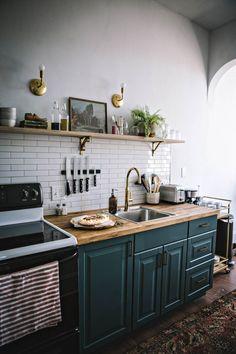 Small kitchen remodel ideas 48 Small kitchen remodel ide… – White N Black Kitchen Cabinets New Kitchen, Kitchen Interior, Room Interior, Interior Design Living Room, Kitchen Dining, Kitchen Decor, Eclectic Kitchen, Dark Green Kitchen, Kitchen Colors