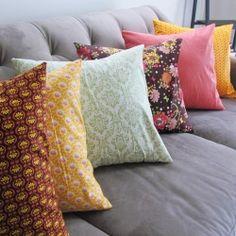 Tutorial: Quick Envelope Pillow Case - Rae Gun Ramblings (for couch pillows) Sewing Pillows, Diy Pillows, Throw Pillows, Decorative Pillows, Couch Pillows, Recover Pillows, Pillow Tutorial, Pillowcase Tutorial, Diy Tutorial