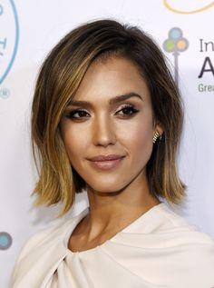 Si hay un corte de pelo que rejuvecene ese es el bob surfero con las puntas hacia fuera de Jessica Alba. Foto, GTres Online.