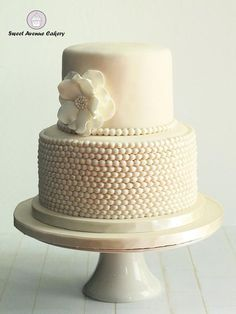 Wedding Cake with Pearls... #wedding #cakes