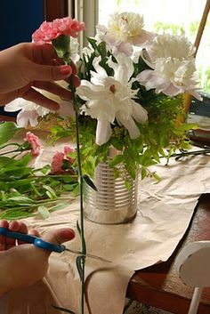 flower arranging 101 ...who knew it could be so easy!
