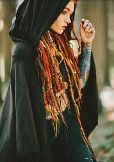 Crop Top Hoodie, Festival Tops, Punk, Dreadlocks Girl, Red Dreads, Hippie Dreads, Forest Festival, Estilo Tribal, Athletic Hairstyles
