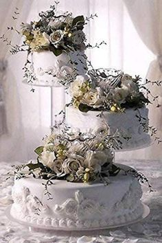 Show off with your wedding cake decoration. This Clear Acrylic Wedding Cake Stand is perfect for luxury, the plates and pillars allow you to decorate the interior since the inside of the pillars is hollow and clear. You can DIY the design and add lights, florals and greenery to match with your wedding theme and color palette.